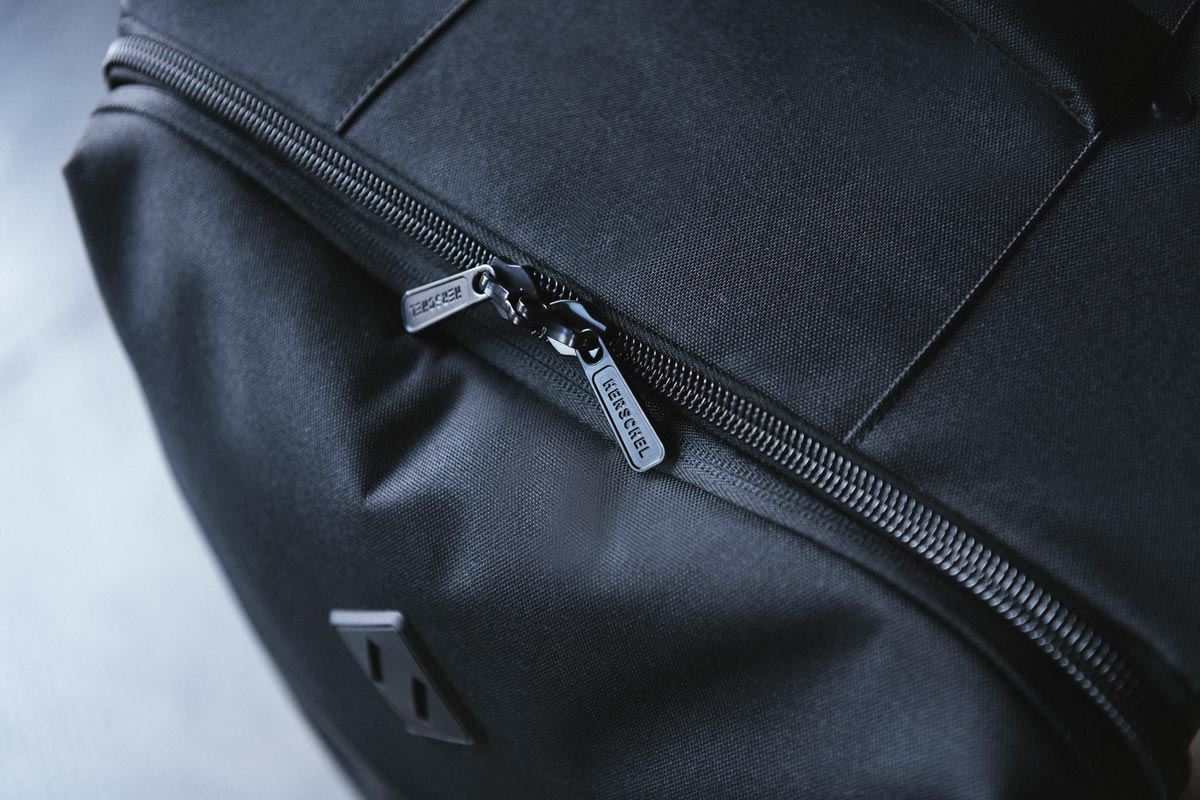 Two-way exposed zipper